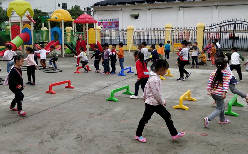农村孩子社会拼图素材